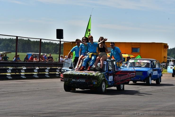 Rallijkrosa čempionāta 2. posms Salas novada Biržos pulcēja lielu skaitu sportistu un atbalstītāju, garantējot īpašu autosporta piepildītu brīvdienu