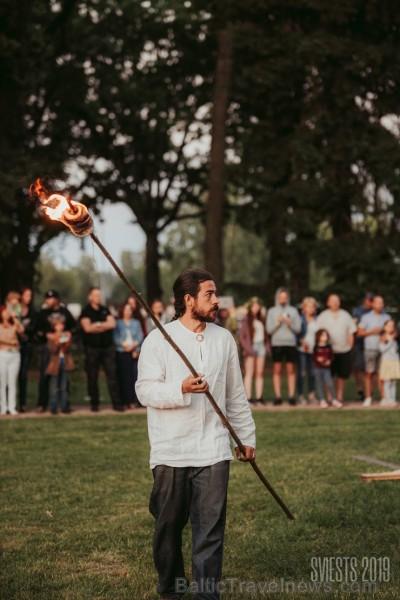 Brangi jo brangi Valmiermuižas parkā aizvadīts etnofestivāls SVIESTS 2019, kurā uzstājās pasaulē atzīti pašmāju mākslinieki