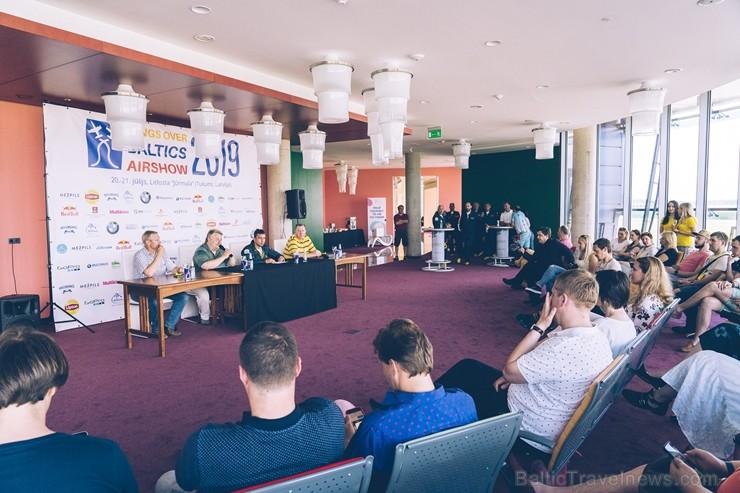 Tukumā rīko aviošova «Wings Over Baltics Airshow 2019» preses konferenci. Šovs norisināsies Lidostā