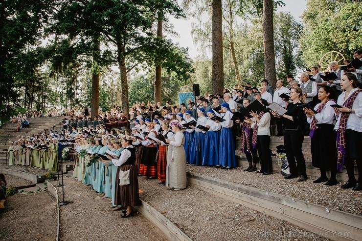 Šogad aprit 155. gadskārta kopš pirmajām dziesmu dienām, kas norisinājās Valmieras pusē - Dikļos