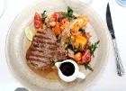 Travelnews.lv izbauda Pārdaugavas restorānu «Hercogs Fabrika» piedāvājumu uz plosta 12