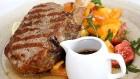 Travelnews.lv izbauda Pārdaugavas restorānu «Hercogs Fabrika» piedāvājumu uz plosta 14
