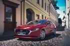 Vienam no kompaktās klases hečbekiem Mazda3 ir dvīņubrālis, kuru droši var saukt par vienu no skaistākajiem kompaktās klases sedaniem 4
