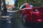 Vienam no kompaktās klases hečbekiem Mazda3 ir dvīņubrālis, kuru droši var saukt par vienu no skaistākajiem kompaktās klases sedaniem 8