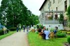 Jau 10. gadu ar pārgājieniem Dundagas novada dabā un unikālajā kultūrvidē vasaras sākumā rīkoja Slīteres Ceļotāju dienas, savukārt Mājas kafejnīcu die 2