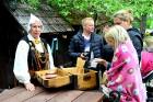 Jau 10. gadu ar pārgājieniem Dundagas novada dabā un unikālajā kultūrvidē vasaras sākumā rīkoja Slīteres Ceļotāju dienas, savukārt Mājas kafejnīcu die 12