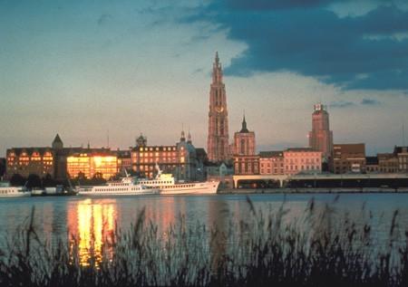 komentārs: Antverpenas krasta līnija avots: www.flandern.com  autors: Verkehrsamt Antwerpen 14432