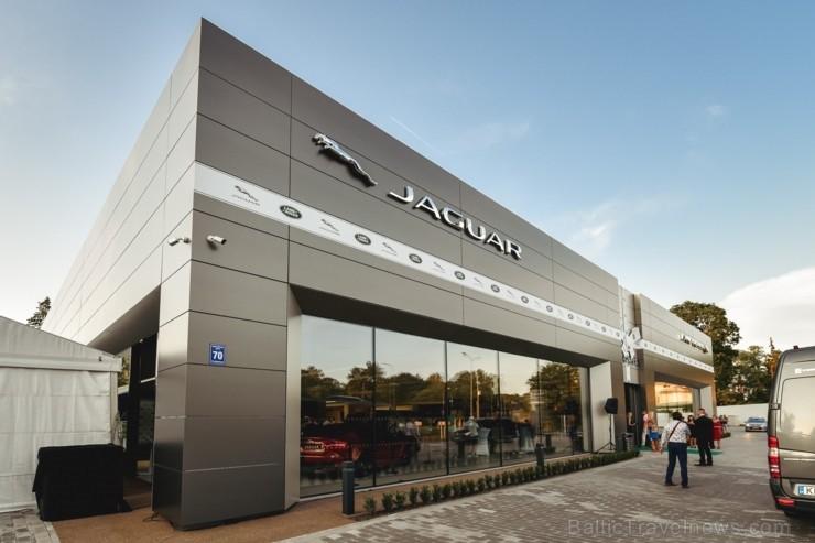Ar ekskluzīvu auto prezentāciju Jaguar Land Rover zīmolu pārstāvis Inchcape Motors atklāj Baltijā lielāko Jaguar Land Rover autocentru