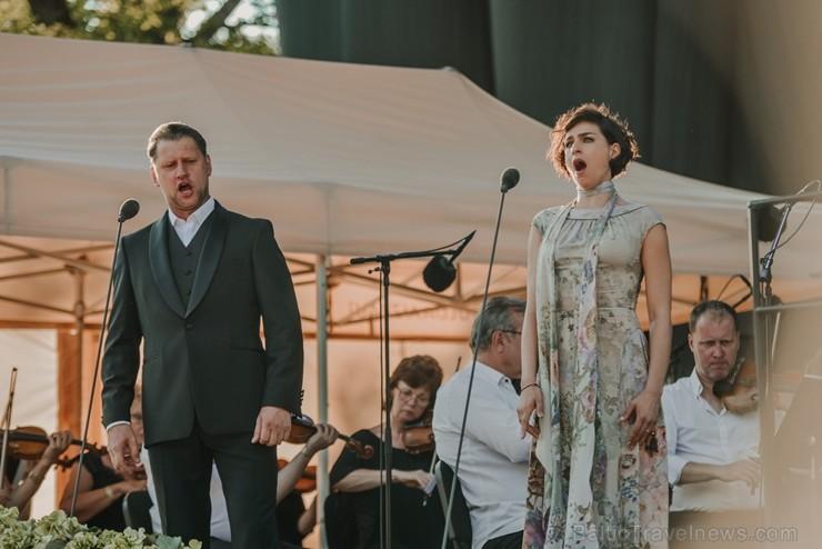 Siguldas Opermūzikas svētki unikālajā pilsdrupu estrādē pulcēja Latvijas un pasaules izcilākās opermūzikas zvaigznes