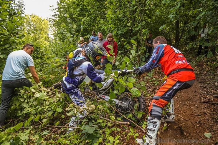 Šīs uz bezceļu motociklu bāzētās sacensības notiek mierīgā gaisotnē, speciāli būvētā trasē - tās ir radītas, lai gūtu neaizmirstamas sajūtas un baudīt