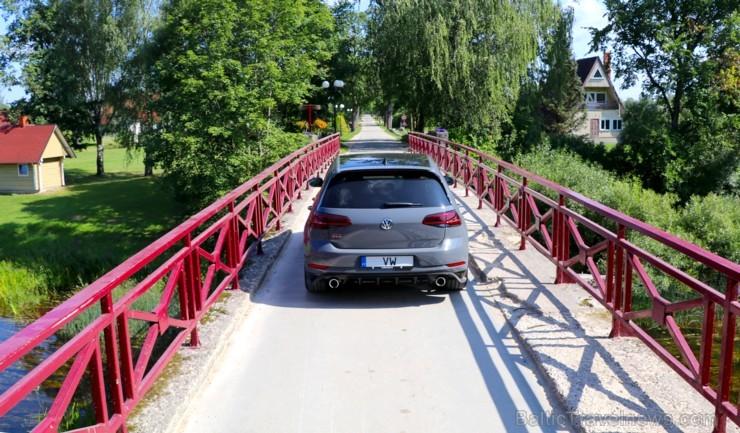 Travelnews.lv apceļo Latviju ar jauno un jaudīgo «VW Golf GTI TRC»