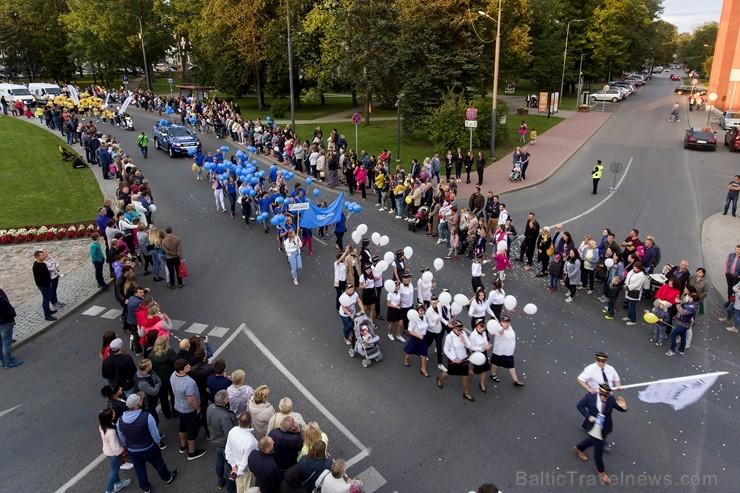 Ar dažādām aktivitātēm, krāšņām koncertprogrammām un gājienu Rēzeknē svinēja pilsētas svētkus