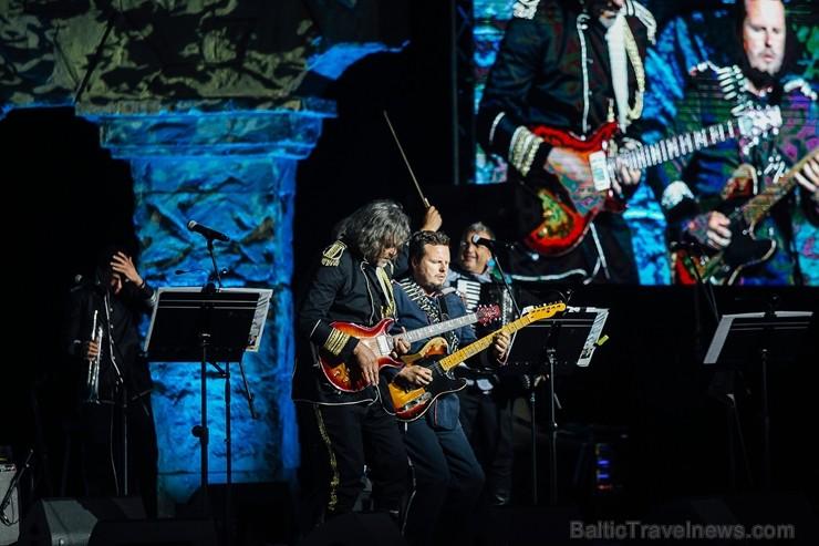 Dzintaru koncertzālē Jūrmalā Balkānu enerģija ar pozitīvu emociju vilni pārņēma visus festivāla