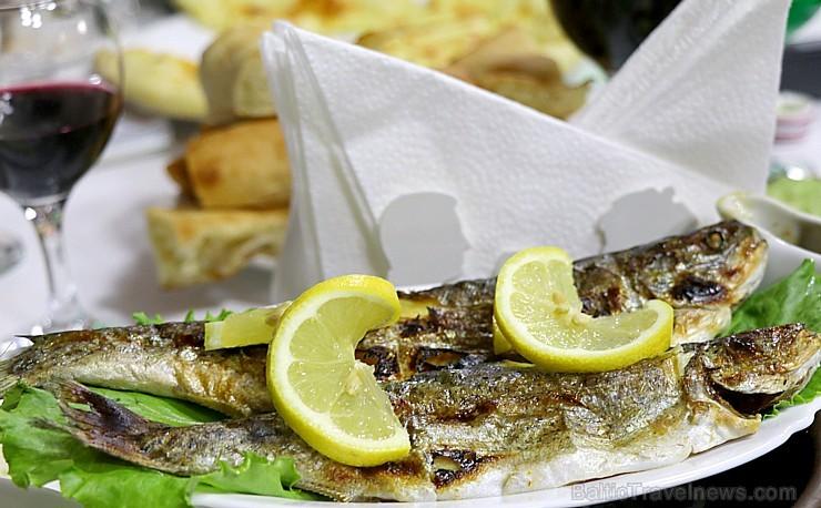 Travelnews.lv pusdieno Tsqaltubo pilsētas viesnīcas «Hotel Oasis Villa» restorānā. Atbalsta: Georgia.travel
