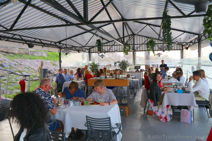 Pārdaugavas restorāns «Hercogs Fabrika» piedāvā jahtas izbraucienu ar romantiskām vakariņām pārim vai arī grupai