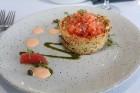 Pārdaugavas restorāns «Hercogs Fabrika» piedāvā jahtas izbraucienu ar romantiskām vakariņām pārim vai arī grupai 66
