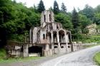 Travelnews.lv izbrauc Gruzijas autostrādes, kalnu asfalta ceļus un vēro dažādos žogu vārtus 27