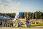 Mežaparka Lielajā estrādē 15 000 kvadrātmetros, kurus sedz zaļa zālīte, bija unikāla iespēja pirmo reizi atpūsties Latvijā lielākajā piknikā un vienla 5