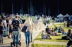 Mežaparka Lielajā estrādē 15 000 kvadrātmetros, kurus sedz zaļa zālīte, bija unikāla iespēja pirmo reizi atpūsties Latvijā lielākajā piknikā un vienla 21