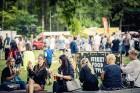 Mežaparka Lielajā estrādē 15 000 kvadrātmetros, kurus sedz zaļa zālīte, bija unikāla iespēja pirmo reizi atpūsties Latvijā lielākajā piknikā un vienla 29