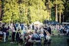 Mežaparka Lielajā estrādē 15 000 kvadrātmetros, kurus sedz zaļa zālīte, bija unikāla iespēja pirmo reizi atpūsties Latvijā lielākajā piknikā un vienla 30