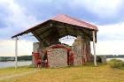 Līdz septembra vidum ar sausām kājām var aizkļūt uz Meinarda salu un senāko mūra ēku Latvijā 1