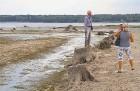 Līdz septembra vidum ar sausām kājām var aizkļūt uz Meinarda salu un senāko mūra ēku Latvijā 5