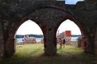 Līdz septembra vidum ar sausām kājām var aizkļūt uz Meinarda salu un senāko mūra ēku Latvijā 14