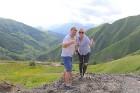 Cilvēki kalnos priecājas kā mazi bērni. Atbalsta: Georgia.Travel 6