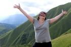 Cilvēki kalnos priecājas kā mazi bērni. Atbalsta: Georgia.Travel 8