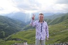 Cilvēki kalnos priecājas kā mazi bērni. Atbalsta: Georgia.Travel 26