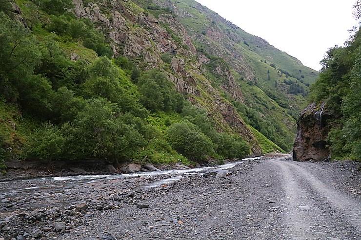 Travelnews.lv ar 4x4 mikroautobusu dodas Kaukāza kalnu maršrutā Datvijvari - Kistani - Khevsureti. Atbalsta: Georgia.Travel