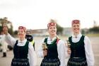 Lidostā Rīga vairāk nekā 100 dejotāju uz lidostas skrejceļa izdejoja vienu no cēlākajām latviešu nacionālajām dejām – Gatves deju 3