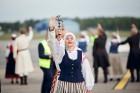Lidostā Rīga vairāk nekā 100 dejotāju uz lidostas skrejceļa izdejoja vienu no cēlākajām latviešu nacionālajām dejām – Gatves deju 4