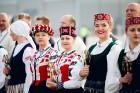 Lidostā Rīga vairāk nekā 100 dejotāju uz lidostas skrejceļa izdejoja vienu no cēlākajām latviešu nacionālajām dejām – Gatves deju 5