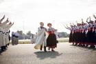 Lidostā Rīga vairāk nekā 100 dejotāju uz lidostas skrejceļa izdejoja vienu no cēlākajām latviešu nacionālajām dejām – Gatves deju 10