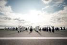 Lidostā Rīga vairāk nekā 100 dejotāju uz lidostas skrejceļa izdejoja vienu no cēlākajām latviešu nacionālajām dejām – Gatves deju 11