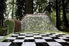 Gulbenes novadā Stradu pagasta esošajā Stāķu parkā, ir izvietots dīvāns, atpūtas krēsls un galds, uz kura var spēlēt šahu, un tas viss veidots skaistā 2