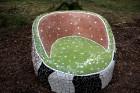 Gulbenes novadā Stradu pagasta esošajā Stāķu parkā, ir izvietots dīvāns, atpūtas krēsls un galds, uz kura var spēlēt šahu, un tas viss veidots skaistā 9