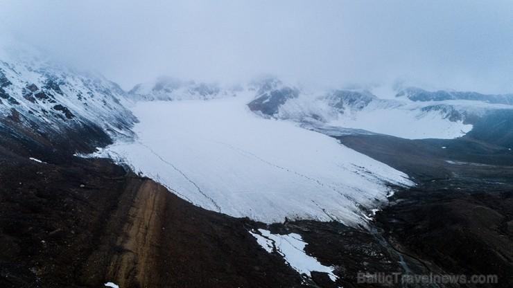 Latvijas Universitātes zinātnieki atgriezušies no ekspedīcijas Svalbāras arhipelāgā, kur tie pētīja ledājus un vides piesārņojumu vietā, kuru no Zieme