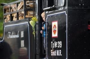Alūksnē lustīgi svin Bānīša svētkus - vienīgā regulāri kursējošā šaursliežu dzelzceļa vilciena 116.dzimšanas dienu 12