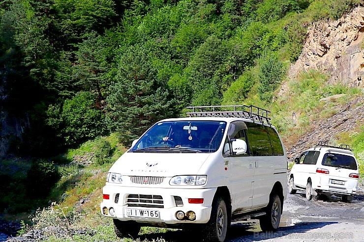 Travelnews.lv ar 4x4 mikroautobusu izbrauc Kaukāza