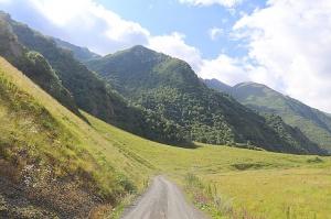 Travelnews.lv ar 4x4 mikroautobusu izbrauc Kaukāza kalnu serpentīnus. Atbalsta: Georgia.Travel 8
