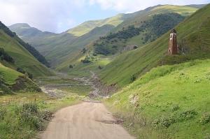 Travelnews.lv ar 4x4 mikroautobusu izbrauc Kaukāza kalnu serpentīnus. Atbalsta: Georgia.Travel 20