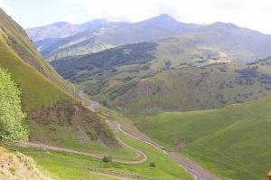 Travelnews.lv ar 4x4 mikroautobusu izbrauc Kaukāza kalnu serpentīnus. Atbalsta: Georgia.Travel 26