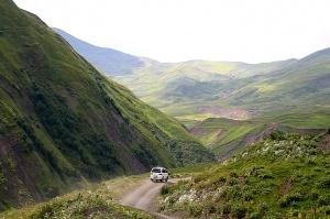 Travelnews.lv ar 4x4 mikroautobusu izbrauc Kaukāza kalnu serpentīnus. Atbalsta: Georgia.Travel 27