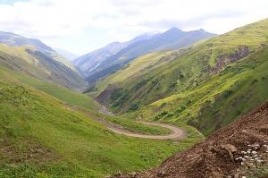 Travelnews.lv ar 4x4 mikroautobusu izbrauc Kaukāza kalnu serpentīnus. Atbalsta: Georgia.Travel 29