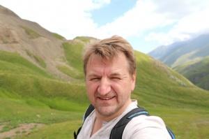 Travelnews.lv ar 4x4 mikroautobusu izbrauc Kaukāza kalnu serpentīnus. Atbalsta: Georgia.Travel 40