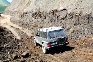 Travelnews.lv ar 4x4 mikroautobusu izbrauc Kaukāza kalnu serpentīnus. Atbalsta: Georgia.Travel 41