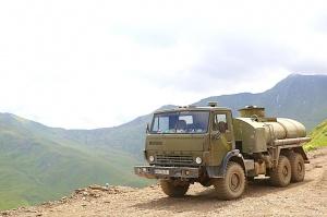 Travelnews.lv ar 4x4 mikroautobusu izbrauc Kaukāza kalnu serpentīnus. Atbalsta: Georgia.Travel 44